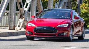 Tesla споделя дял от 5% след фатална автомобилна катастрофа