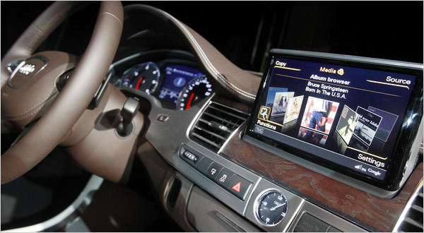 Despite Risks Carmakers Integrate The Web With The Dash