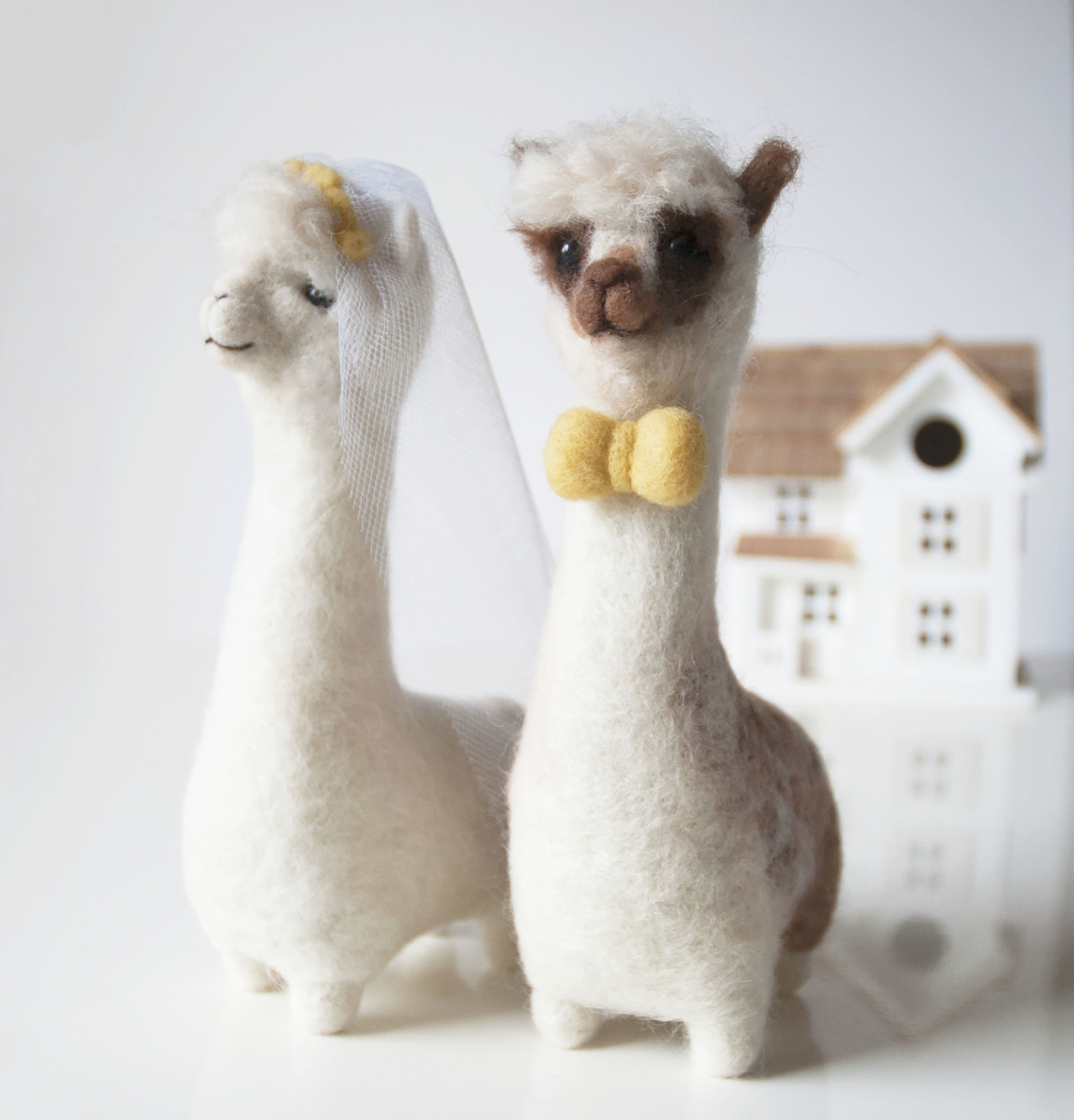 Alpaca wedding cake toppers     Fudge and Mabel alpaca wedding cake toppers