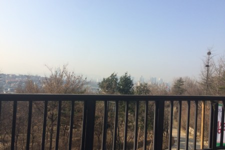 ExpatLIFE  Surviving Yellow Dust Season in Seoul     Runaway Bunny There s usually skyscrapers and mountains in this view of Seoul  Really