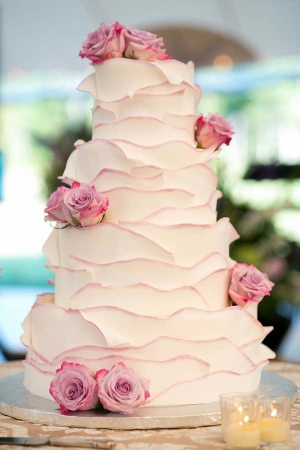 buttercream wedding cakes  raquo  20 Beautiful Buttercream Wedding Cake Ideas     the bohemian wedding White Buttercream Wedding Cake with Ruffles and Roses