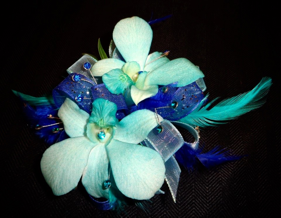 Corsage   Boutonniere     All Seasons Floral and Gifts flowers   103 jpg