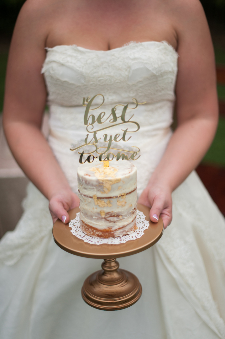 Wedding Cake and Wedding Cake Stands   Finding the Perfect Match     Bride holding a mini wedding cake on small simple gold cake stand
