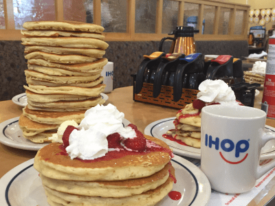 IHOP waiter accused of giving away soda - Business Insider