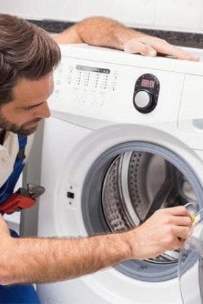 Règles de connexion de la machine à laver à l'approvisionnement en eau et aux eaux usées