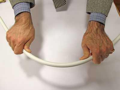 Îndoirea manuală a țevilor metalice-plastic
