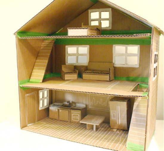 Домик для Барби или других не очень больших кукол можно сделать из картона