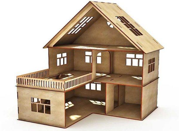 To-etasjes dukkehus med en garasje og et spor over det