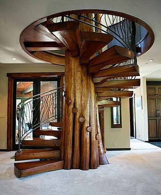 A lépcsők mereven vannak rögzítve a központi rackre