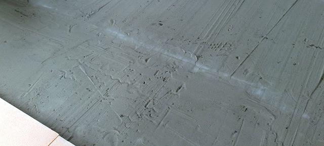 EPP тақталарын төсеу бетін құрғақ құммен туралаңыз