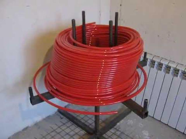 En sådan anpassning kommer att underlätta arbetet och driver korrekt röret på det varma golvet från bukten