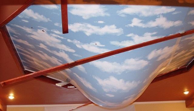 Качественный натяжной потолок из ПВХ-пленки способен сдержать очень немалый объем воды в случае затопления с верхнего этажа