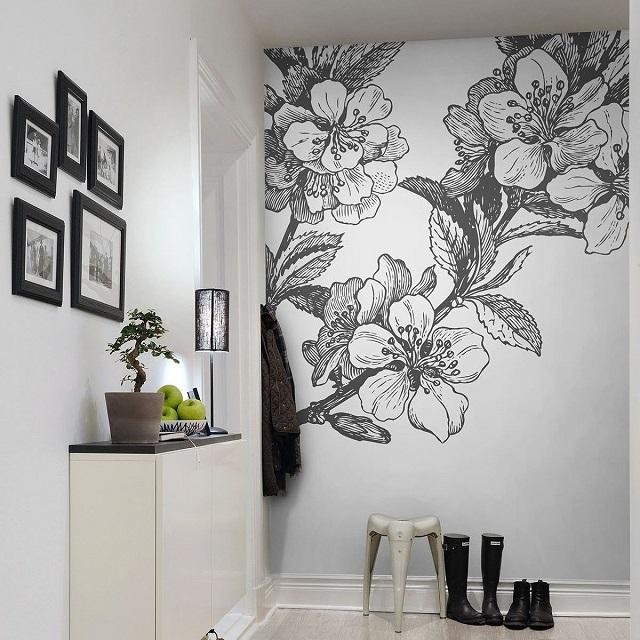 Декорирование стен в прихожей.