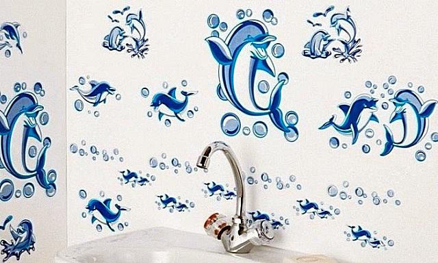 Трафаретная роспись стен в ванной.