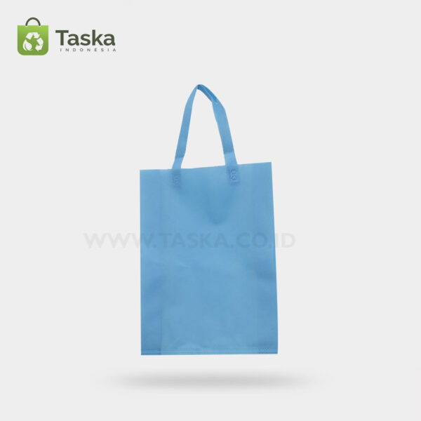 Tas Press Spunbond Handle – Biru Muda 25×35 Cm – Sisi Depan