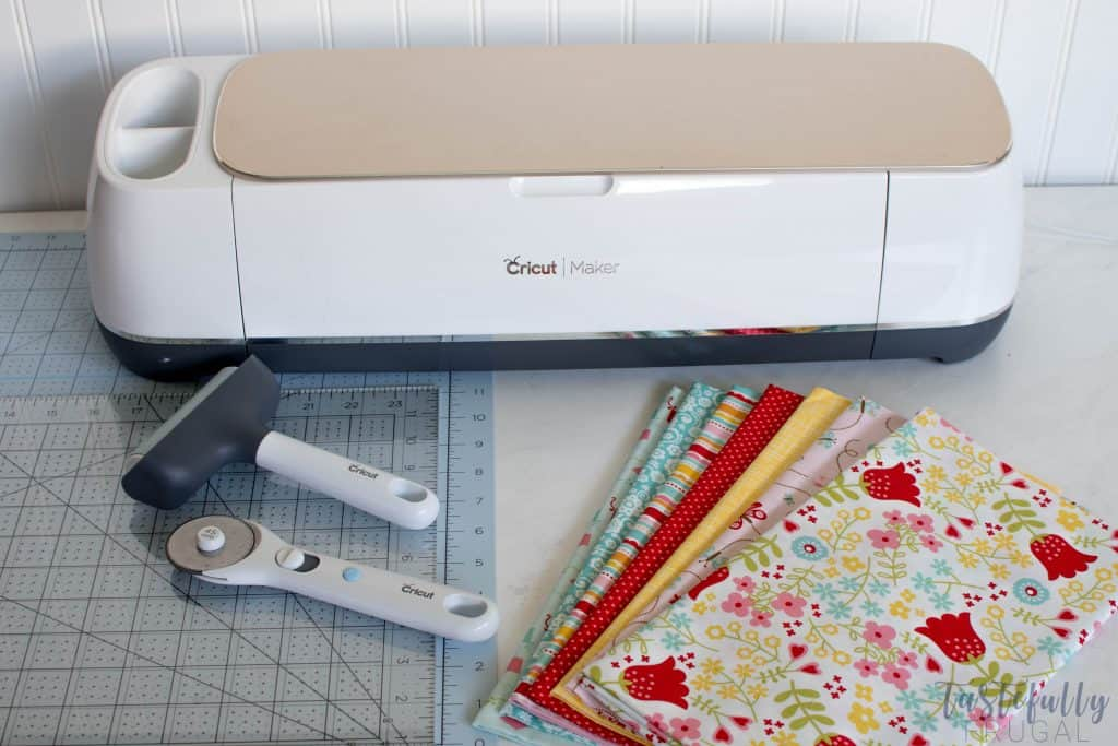 See how to prep your fabric and cut your Riley Blake quilt patterns with your Cricut Maker #ad #CricutMade #MyCricutQuilt #RileyBlakeDesigns