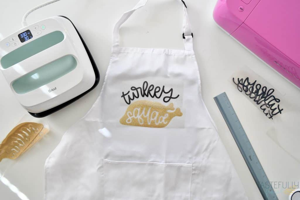 Easy DIY Thanksgiving Apron for less than $10! #ad #cricutcreated