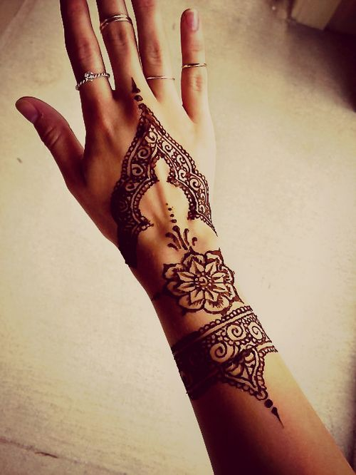 15 Beautiful Hand Tattoos For Both Men And Women Pretty Ideas And Designs