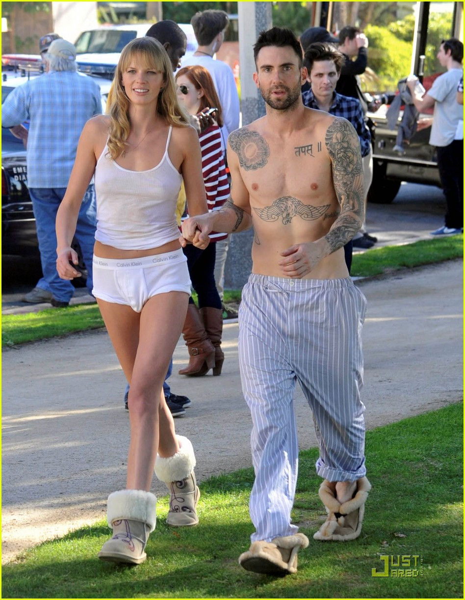 Adam Levine Anne Vyalitsyna Music Video Kiss Photo Ideas And Designs