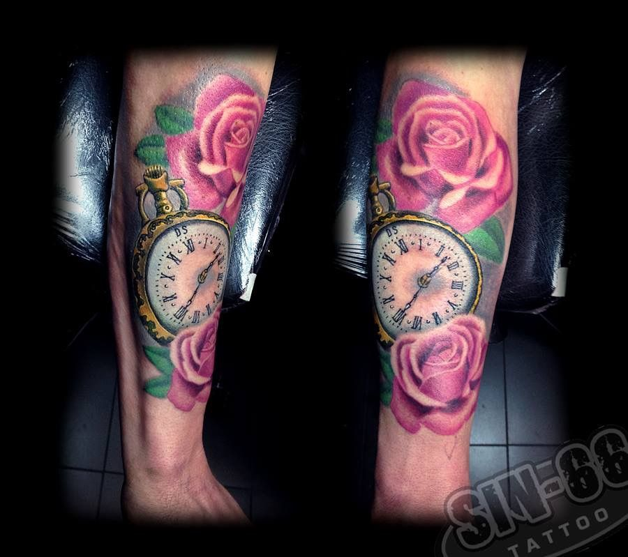 Klok En Rozen Tattoo Clock And Roses Tattoo Clock Tattoo Ideas And Designs