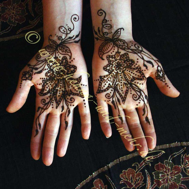 Reflective Mehndi Or Henna On The Palms More Than 33 Ideas And Designs