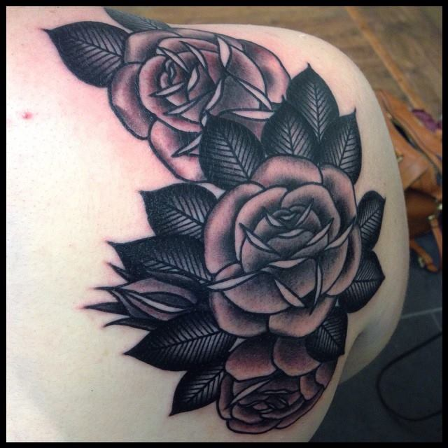 Black And Grey Roses Tattoo On Back Shoulder Ideas And Designs