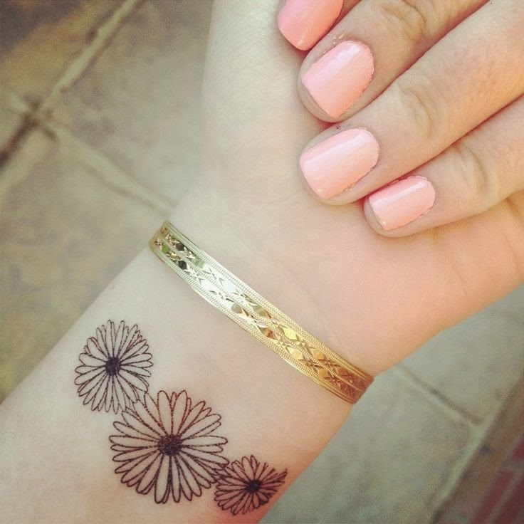 41 Cool Daisy Tattoos On Wrist Ideas And Designs