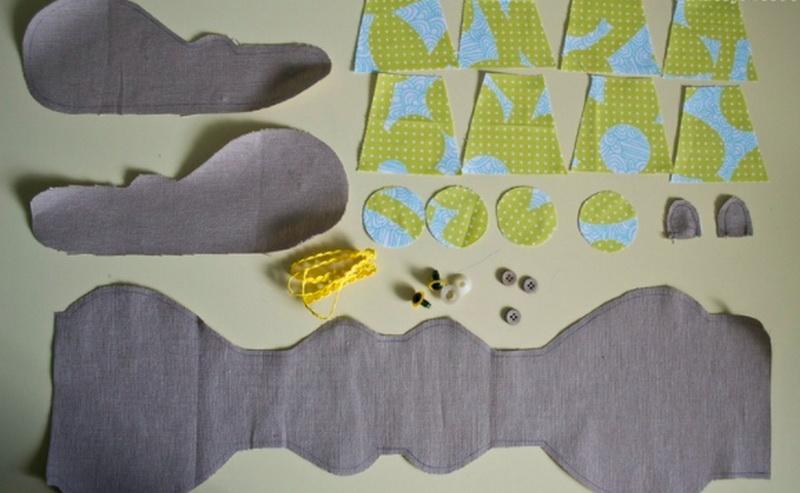 간단한 패턴 및 초보자를위한 직물에서 장난감의 단계별 지침