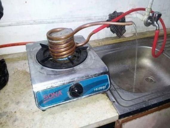 Sur le chauffe-eau du poêle