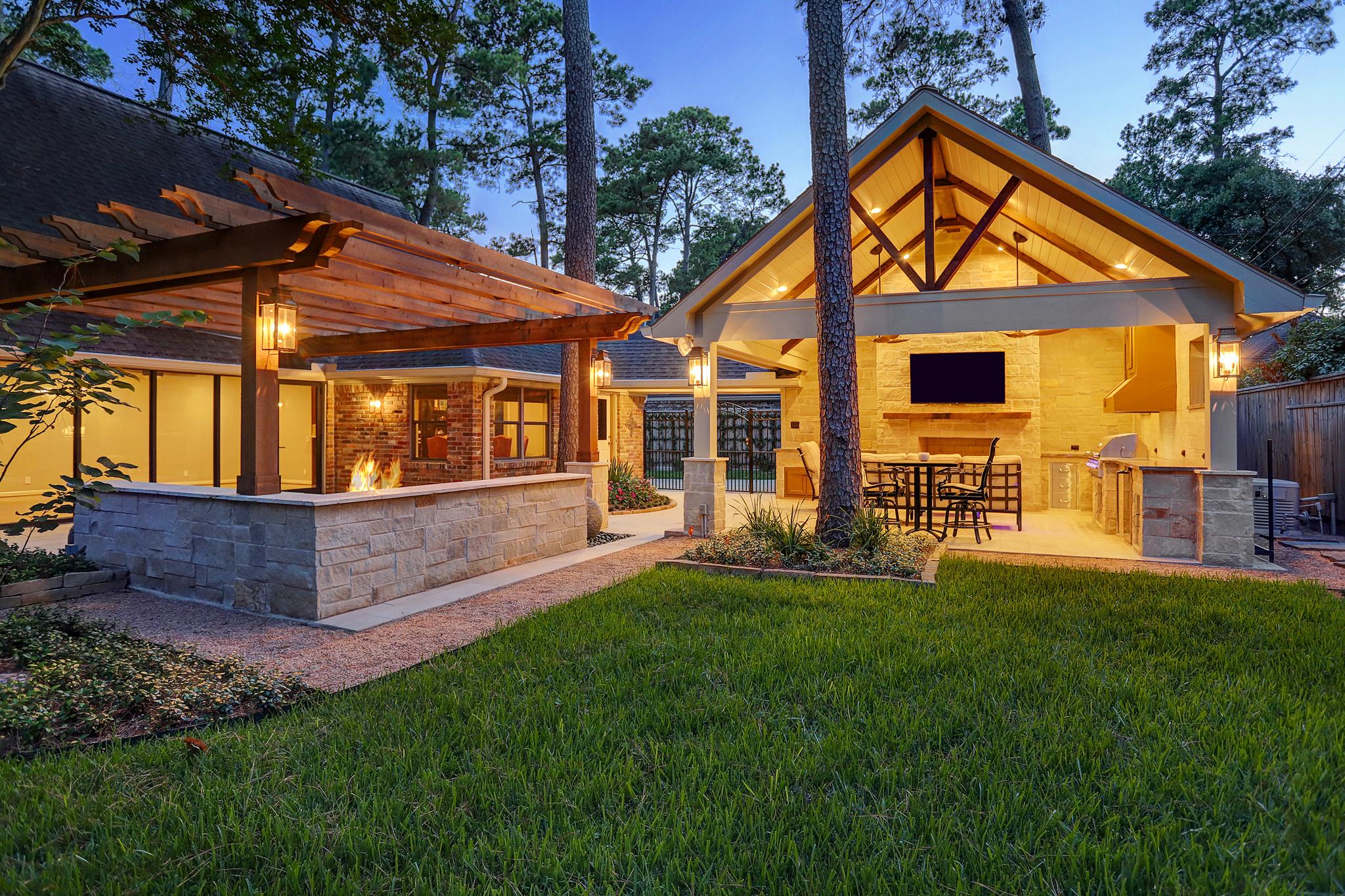 Contemporary Pergola And Outdoor Living Room In Memorial
