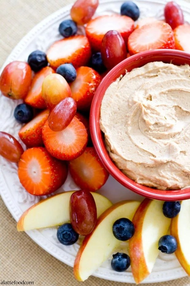 Chocolate Peanut Butter Fruit Dip: This 5 ingredient fruit dip can be whipped up in less than 5 minutes and is made with all natural ingredients, which makes this tasty dip super healthy too!