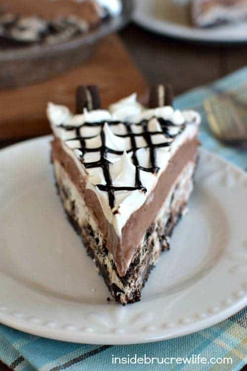 Layers of cookies and chocolate make this pie your new favorite friend. Make this Cookies and Cream Chocolate Pie when you need a chocolate fix in your life.