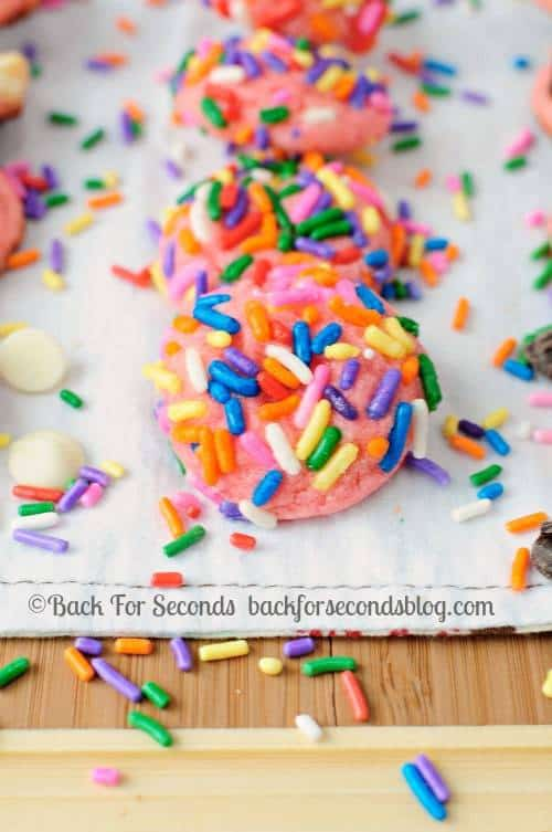 hese Funfetti White Chocolate Brownies taste like funfetti cake with the fudgy, chewy texture of a brownie! These are so fun and make a perfect party treat!