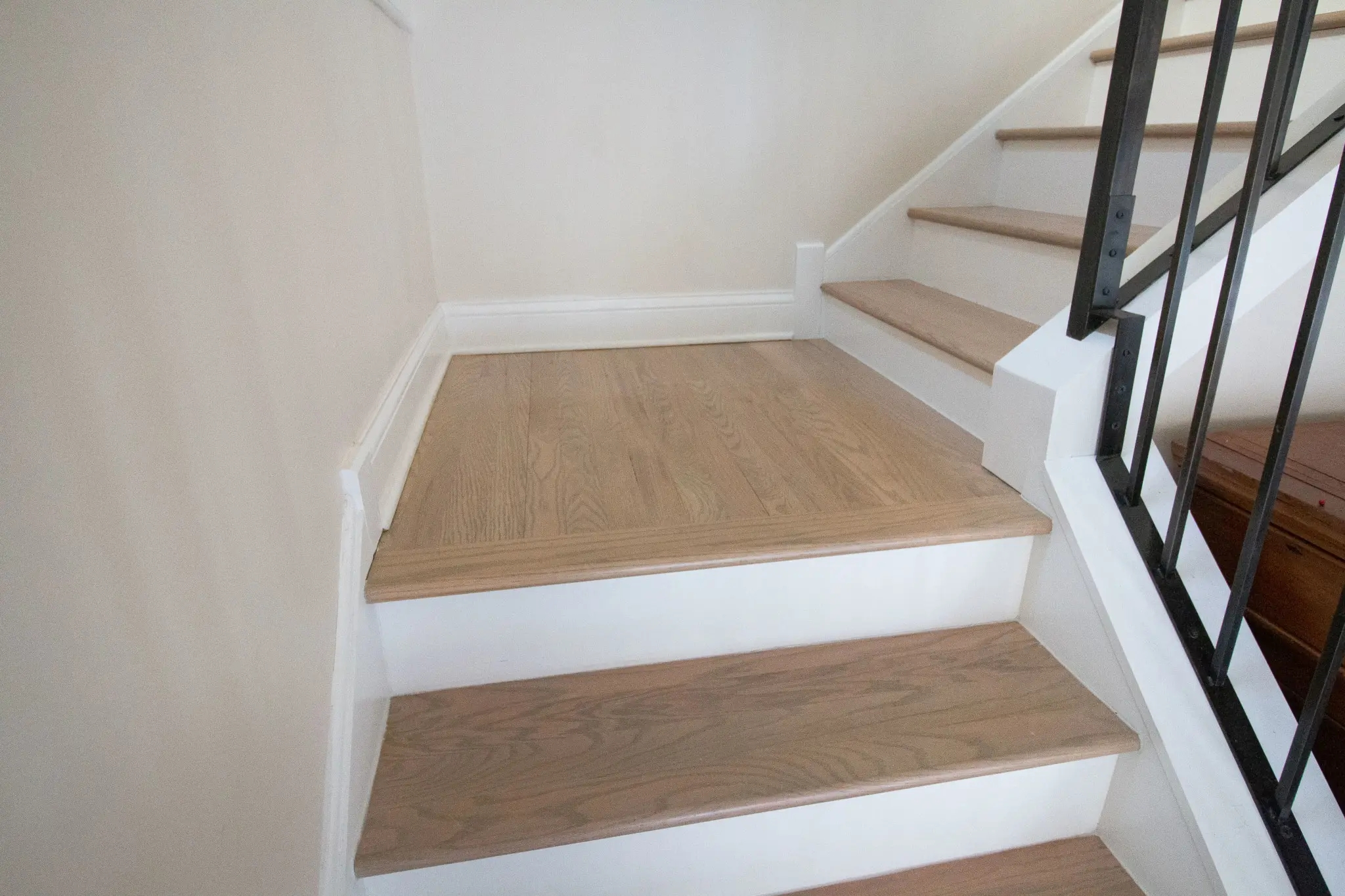 How To Install A Stair Runner On Hardwoods The Diy Playbook   Runners On Stairs With Landings   Roger Oates   French Tuck   Annie Selke   Before And After   Runners Up