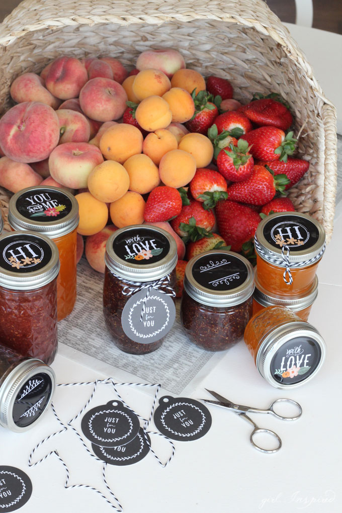 Decorative Jam Jars make it easy to gift homemade treats or packaged gifts!