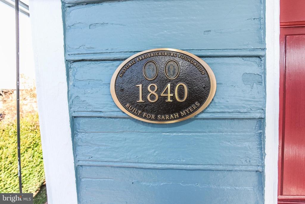 So cute! Sarah Myers House, Circa 1840 in Fredericksburg ...