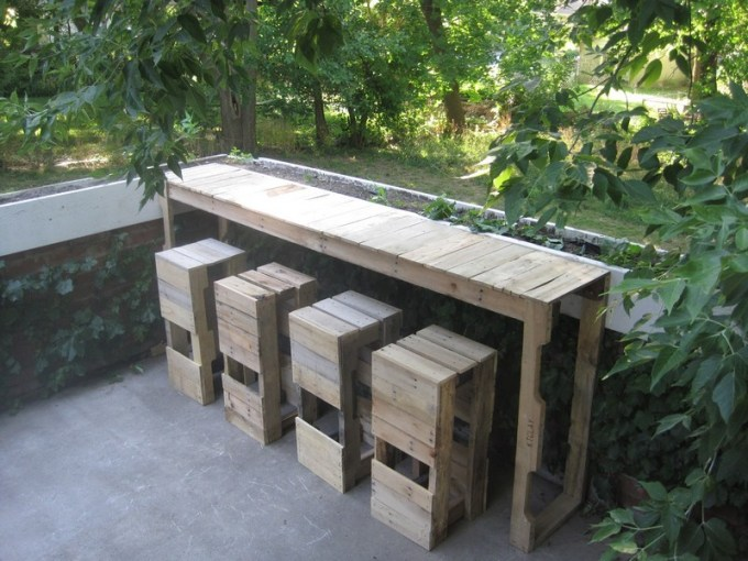 DIY Pallet Outdoor Bar and Stools   The Owner Builder Network DIY Pallet Outdoor Bar and Stools   Finish Pallet Bar and Stools