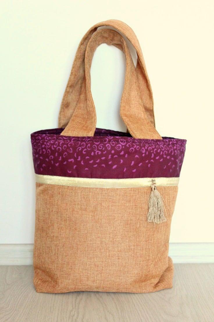Wide strap tote bag