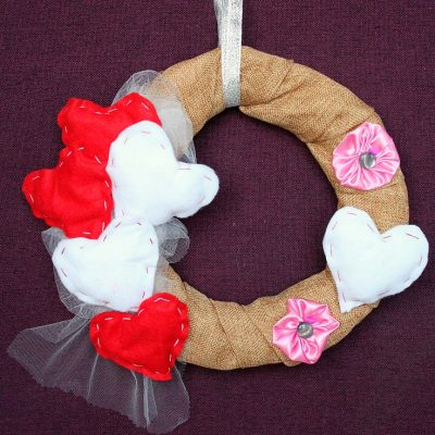 This Valentine's day wreath is cheap, easy and quick