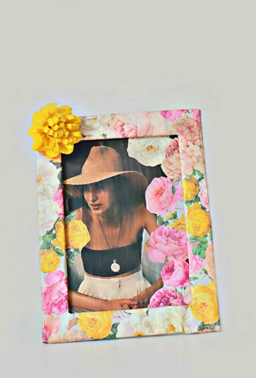 DIY floral picture frame with canvas photo
