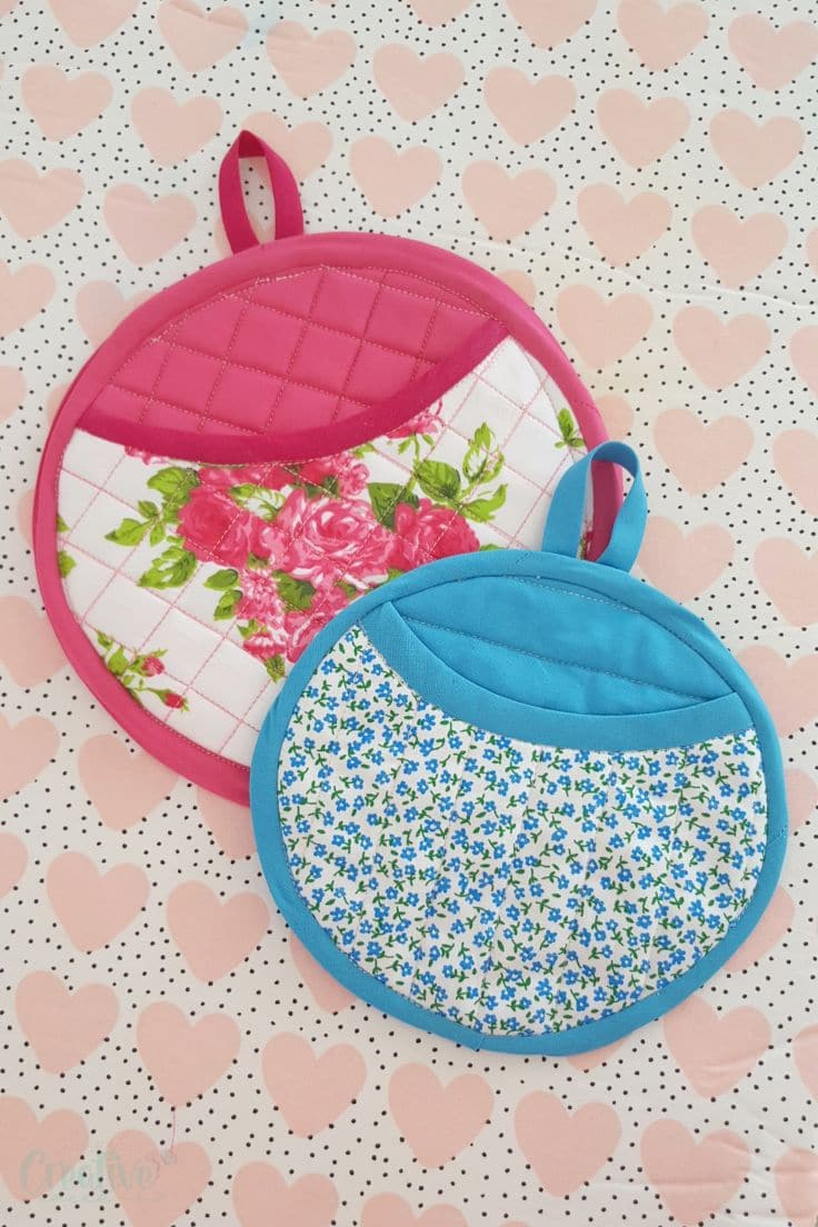 Round quilted potholders