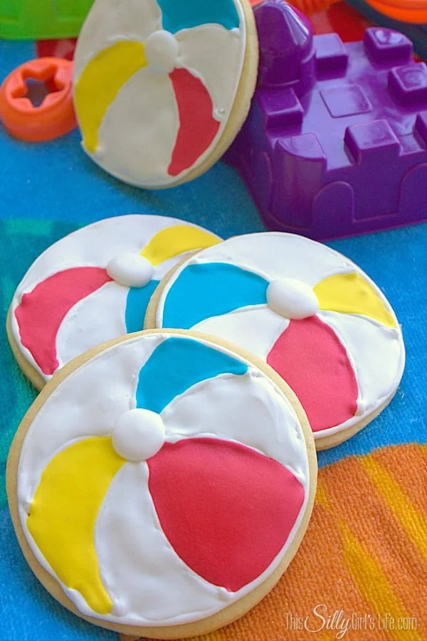 Beach Ball Sugar Cookies, follow this bloggers cookie journey as she learns how to decorate sugar cookies! First up are these adorable beach balls. #CreatizeBuzz