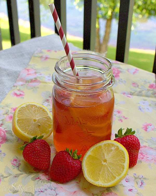 Strawberry Lemonade Iced Tea, your favorite summertime drinks mixed into one! With fresh strawberry ice cubes!