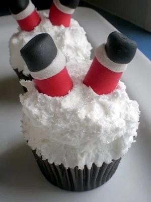 Cupcakes - Christmas (santa feet) 06