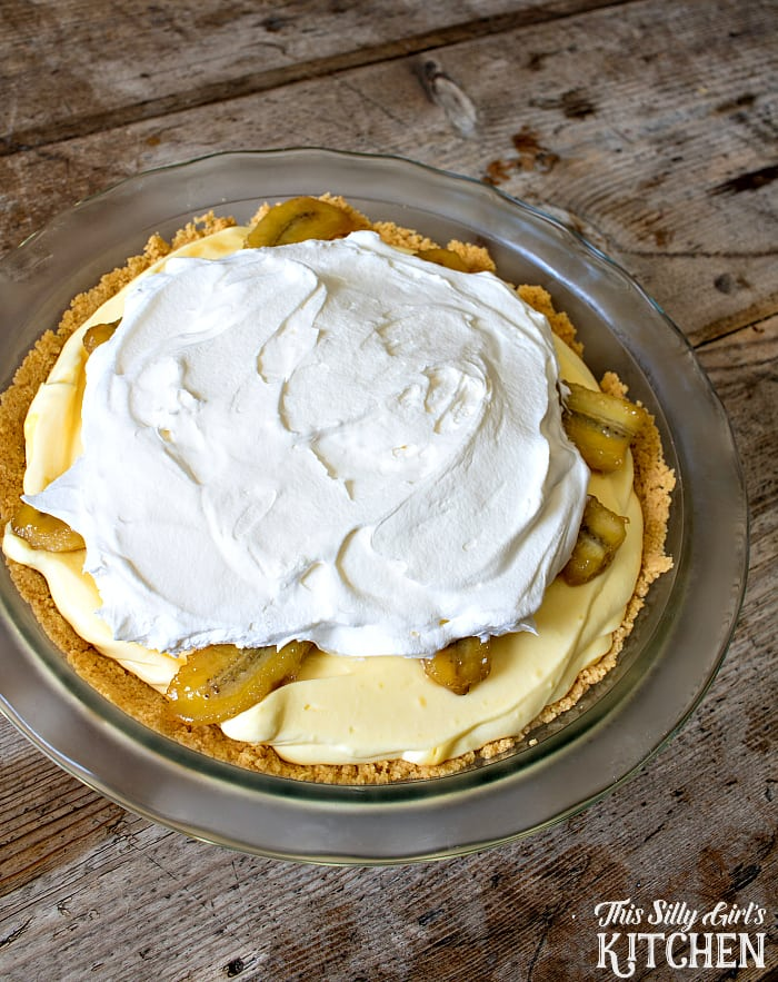 Caramelized Banana Pudding Pie, caramelized bananas combine with vanilla pudding and whipped topping in a golden Oreo crust, WOW! from ThisSillyGirlsLife.com #bananapudding #bananacreampie #oreo