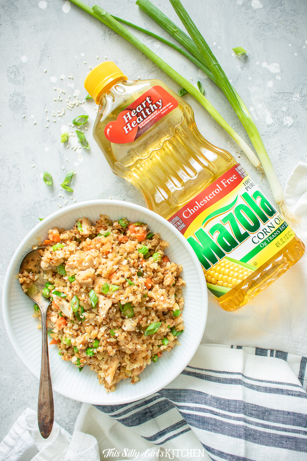 Loaded with veggies and chicken thiscauliflower chicken fried rice is a healthier alternative to classic fried rice. #recipe from thissillygirlskitchen.com #friedrice #chicken #chickenfriedrice #cauliflowerrice