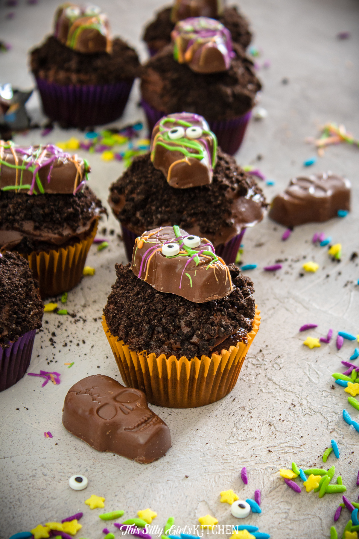 Monster Halloween Cupcakes are a festive treat to serve during the fall season. Perfect for parties or as an after trick-or-treating snack!