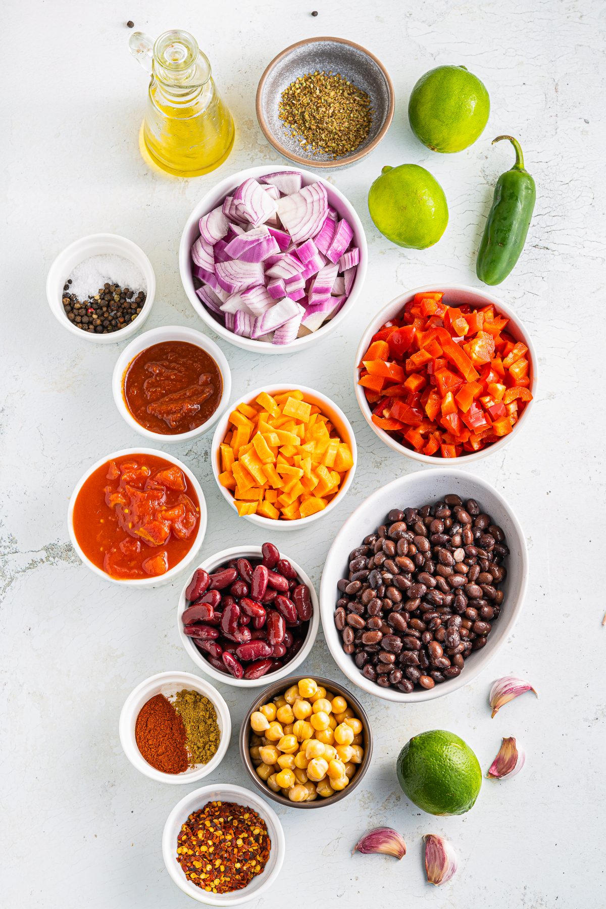 Ingredients needed to make a Vegetarian Chilii Recipe.