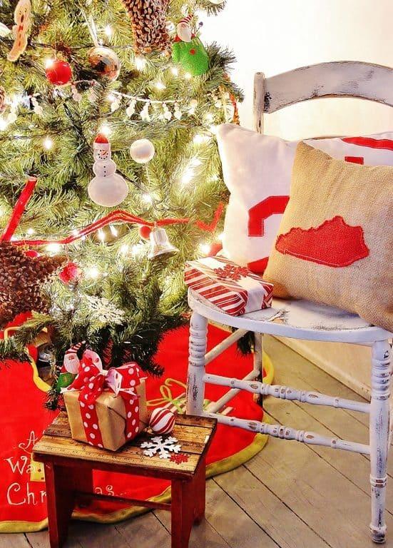 Red Vintage Christmas Tree
