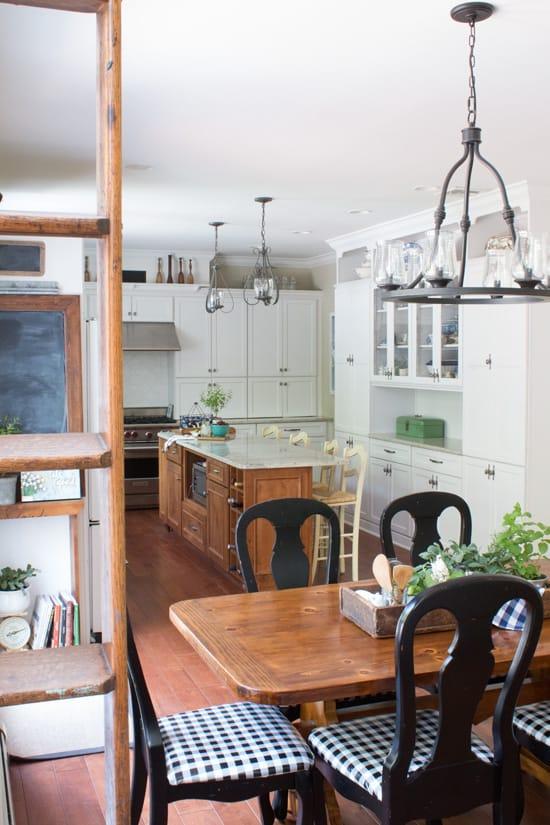 White-Farmhouse-Kitchen-Decorating_edited-1